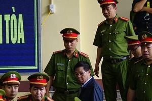 Xét xử ông Phan Văn Vĩnh: Hình ảnh đầu tiên của các bị cáo tại tòa