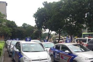 Taxi truyền thống tung chiêu đấu lại Grab trên sân nhà
