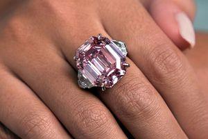 Clip: Viên kim cương Pink Legacy có gì đặc biệt mà có giá lên tới 50 triệu USD?
