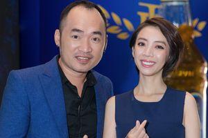 Vừa 'bóc phốt' nhau dồn dập trên mạng xã hội, có ai ngờ Thu Trang - Tiến Luật 'tình bể bình' ngay tại sự kiện mới