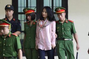 Xét xử sơ thẩm vụ án đánh bạc nghìn tỉ tại Phú Thọ: Bóng hồng xinh đẹp xuất hiện tại tòa ngay ngày xử đầu tiên là ai?