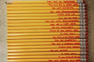 Lời mẹ viết cho con trên mớ bút chì khiến trái tim cô giáo 'tan chảy'