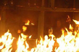 Bình Phước: Người đàn ông dùng xăng đốt nhà của 2 vợ chồng do mâu thuẫn