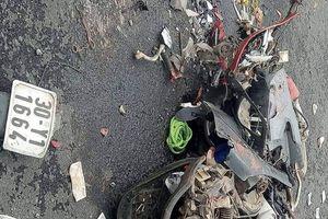 Ba Vì (Hà Nội): Va chạm với xe container, 4 người thương vong