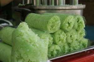 Công thức làm bánh ống lá dứa đang gây sốt ở Hà Nội