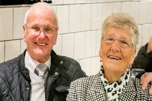 Đôi vợ chồng già ăn bánh của McDonald's suốt 23 năm để 'giữ dáng'