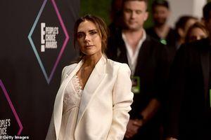 Victoria Beckham thanh lịch với vest trắng trên thảm đỏ sự kiện
