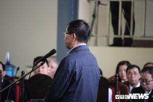 Cựu trung tướng Phan Văn Vĩnh hai lần trả lời nhầm khi tòa kiểm tra căn cước