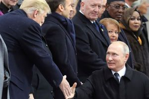 Nhà Trắng tiết lộ cuộc gặp chóng vánh giữa ông Trump và ông Putin ở Pháp