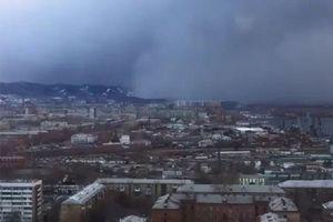 'Sóng thần' tuyết nuốt chửng thành phố ở Siberia