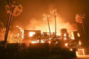 Bố hát trấn an con gái khi băng qua biển lửa cháy rừng ở Mỹ
