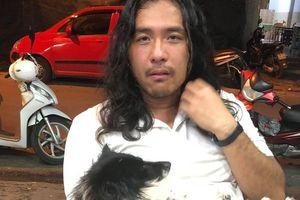 Du khách Trung Quốc bật khóc khi được giúp đỡ tìm lại thú cưng thất lạc