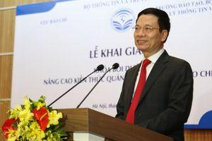 Bộ trưởng Nguyễn Mạnh Hùng: 'Báo chí tạo niềm tin xã hội, thì phóng viên phải là người được tin cậy nhất trong xã hội'