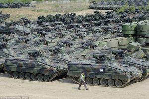 'Tiếc đứt ruột' khi chứng kiến Đức phá hủy hàng ngàn xe tăng, thiết giáp dư thừa
