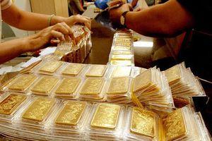 Giá vàng lao dốc, về mức thấp nhất trong 1 tháng