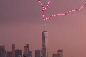 Tia sét đánh vào tòa nhà cao nhất ở New York, Mỹ