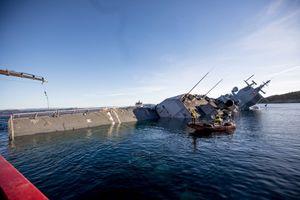 Na Uy bất lực nhìn chiến hạm 500 triệu USD chìm dần