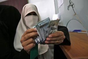 Qatar gửi 3 vali chứa 15 triệu USD cho công chức Palestine ở Gaza
