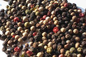 Giá nông sản hôm nay 13/11: Giá cà phê, giá tiêu cùng 'dắt tay' nhau giảm mạnh