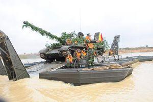 Cận cảnh phương tiện kỳ lạ giúp 'cua đồng' T-55 Việt Nam vượt sông