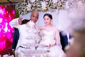 'Khám phá' đám cưới đẹp như mơ tại Việt Nam của ca sĩ Randy