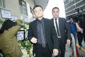 Tỉ phú Jack Ma có mặt từ sớm tiễn biệt thần tượng Kim Dung