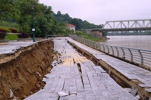 Kè đê sông Mã hơn 100 tỷ sạt lở nghiêm trọng