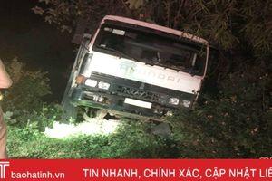 Xe ô tô tải tụt dốc, cán cụ ông 80 tuổi tử vong