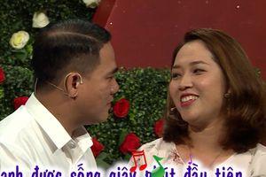 Sốc với cặp đôi hẹn hò tình cảm 'như chốn không người' trên sóng truyền hình