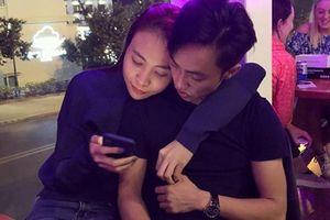 Đàm Thu Trang và Cường Đô La công khai ôm ấp nhau giữa chốn đông người