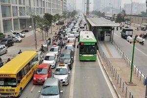 Chuyên gia giao thông: BRT quá đơn độc nên 'đừng cố đấm ăn xôi' nữa
