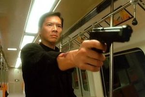 Chân dung ông trùm làng giải trí Hong Kong bắt Thành Long phải quỳ gối hơn một giờ