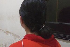 Bố vắng nhà, bé gái 14 tuổi bị mẹ kế đánh rạn đầu