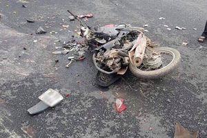 Clip: Lật xe container ở Hà Nội, hai mẹ con chết thảm