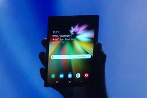 Samsung phát hành smartphone màn hình gập, giá 40 triệu đồng