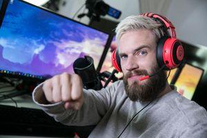 PewDiePie chưa rời 'ngai vàng' YouTube, bất chấp tranh cãi từ dư luận