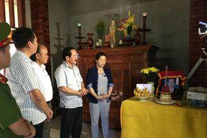Thăm và tặng quà cho 72 gia đình nạn nhân TNGT khó khăn