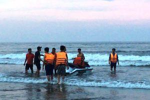 Phát hiện thi thể cô gái trẻ trên bờ biển
