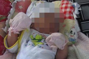 Đi chăn bò, phát hiện bé gái sơ sinh bị bỏ rơi trong ba lô ven đường