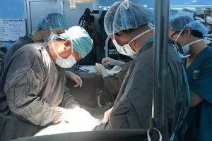 4 giờ mổ cắt khối u ung thư cho nữ bệnh nhân tâm thần