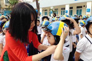 3 nguyên tắc dạy trẻ đội mũ bảo hiểm đúng cách