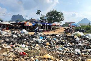 Minh Hóa - Quảng Bình: Trung tâm xã Trung Hóa ngập rác thải gây ô nhiễm môi trường