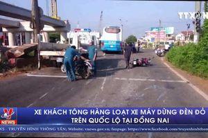Xe khách tông hàng loạt xe máy dừng đèn đỏ tại Đồng Nai