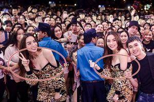 Mải mê chụp hình, Hà Hồ khiến fan 'choáng' vì diện váy hở bạo, ngực muốn bung khỏi váy