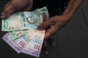 'Hậu' đổi tiền, lạm phát ở Venezuela vẫn tăng chóng mặt