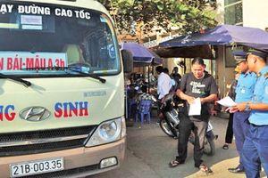 Lào Cai: 'Nóng' xe khách chạy sai lộ trình, đón trả khách tùy tiện