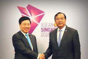 Tin hoạt động của Phó Thủ tướng Chính phủ, Bộ trưởng Ngoại giao Phạm Bình Minh tại Hội nghị Cấp cao ASEAN 33