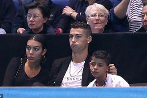 Ronaldo và bạn gái 'chân dài' tình tứ đi xem tennis ở London