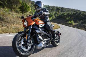 Xe điện phân khối lớn đầu tiên của Harley-Davidson vẫn 'gầm gào' khi tăng tốc