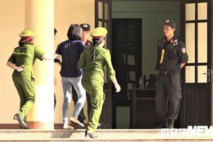Xét xử đường dây đánh bạc nghìn tỷ: Dì ruột của Phan Sào Nam phải vào phòng y tế
